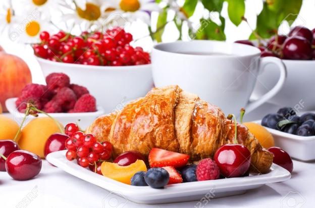 croissant+fruit